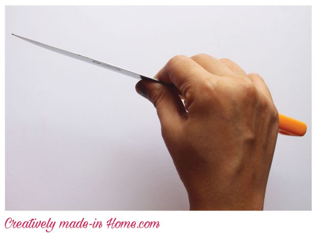 How-to-hold-crochet-hook--method-1a