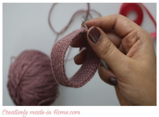 how-to-make-crochet-hand-warmer-for-baby-04