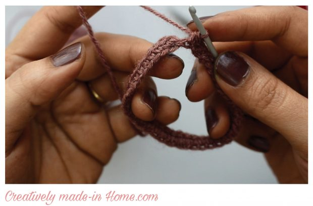 how-to-make-crochet-hand-warmer-for-baby-08a