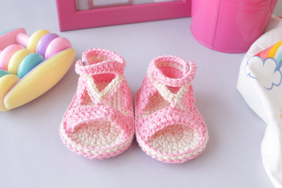 How-to-crochet-easy-summer-sandals-for-baby