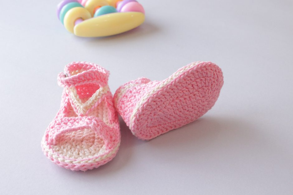 How-to-crochet-easy-summer-sandals-for-baby28